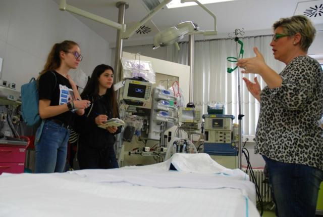 Hier kann es schon mal hektisch werden: wenn ein verunfallter Patient in der Notaufnahme eintrifft, werden verschiedene Untersuchungen durchgeführt.