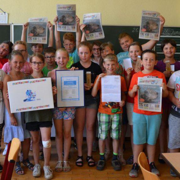 Die aktivste SchmaZ junior Klasse: die 4.Klasse der Grundschule Langenweddingen mit ihrer Lehrerin Kathrin Schwieger (hinten links)