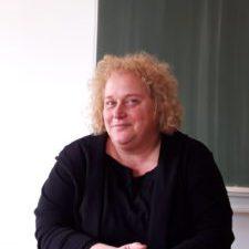 Katharina Kutil im Klassenzimmer des Gymnasiums - Foto: Leni Matthis